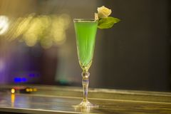 Grön alkoholcoctail, slut upp Arkivbilder