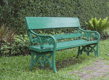 Grön bänk Arkivfoto