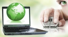 grön bärbar dator arkivbild
