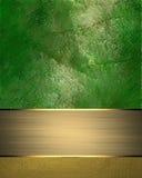 Grön bakgrund för Grunge med en guld- platta Beståndsdel för design Mall för design kopiera utrymme för annonsbroschyr eller medd vektor illustrationer