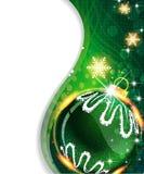Grön bakgrund med julbollen Arkivfoton