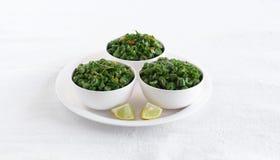 Grön Bean Curry South Indian Vegetarian sidomaträtt i bunkar royaltyfria bilder