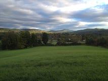 grön bergdal Arkivfoton