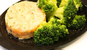 Grön broccoli och tartan för rått kött Fotografering för Bildbyråer