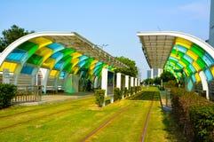 Grön bussstation fotografering för bildbyråer