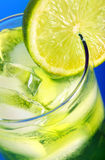 Grön coctail med citronen Arkivfoto