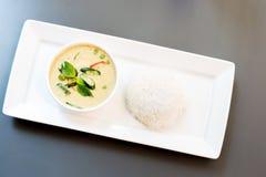 Grön curry med jasminris royaltyfri foto