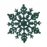 Grön dekorativ julsnöflinga som isoleras på vit bakgrund royaltyfri fotografi