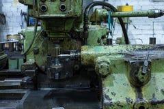 Grön drejbänkfabrik för tappning Royaltyfria Bilder