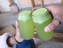 Grön drink royaltyfri fotografi