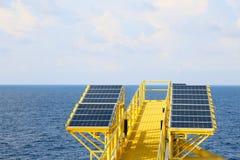 Grön energibakgrund, räddningenergi med grön energi, energiaffären, systemet för sol- cell och populär energi, station för sol- c Royaltyfria Foton