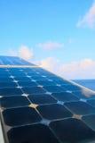Grön energibakgrund, räddningenergi med grön energi, energiaffären, systemet för sol- cell och populär energi, station för sol- c Royaltyfri Foto