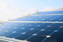 Grön energibakgrund, räddningenergi med grön energi, energiaffären, systemet för sol- cell och populär energi, station för sol- c Arkivbild