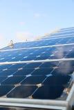 Grön energibakgrund, räddningenergi med grön energi, energiaffären, systemet för sol- cell och populär energi, station för sol- c Fotografering för Bildbyråer