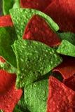 Grön festlig jul och röda tortillachiper Arkivbild
