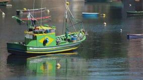 Grön fiskebåt fotografering för bildbyråer