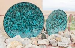 Grön forntida platta för souvenir och crystal mineraler Royaltyfri Bild