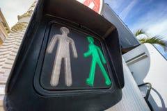 Grön fot- trafikljus Fotografering för Bildbyråer