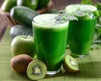 Grön fruktsaft royaltyfri foto