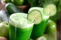 Grön fruktsaft Fotografering för Bildbyråer