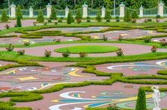 Grön garnering i slotten av Oranienbaum som skapas av mannen royaltyfria bilder