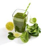Grön grönsakfruktsaft av spenat arkivfoto