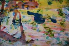 Grön gul målarfärg, vitt vax, abstrakt bakgrund för vattenfärg Royaltyfria Bilder