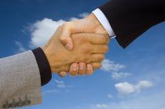 grön handskakning för affär royaltyfri bild