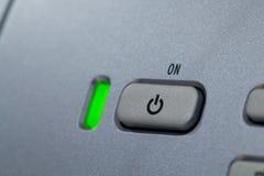 grön indikatorström för knapp Arkivfoto