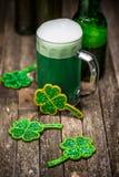 grön irländare för öl Royaltyfri Foto