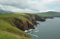 grön irländsk liggande för dingle arkivfoton