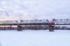 Grön järnväg bro Arkivbild