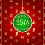 Grön julboll på röd baksidajordning. Royaltyfri Fotografi