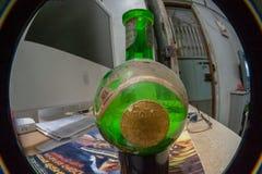 Grön keramiker- & Moore för tappning flaska arkivfoton