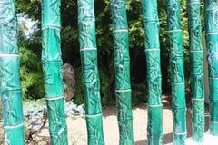 Grön keramisk bambu mönstrad vertikal skärm royaltyfria foton
