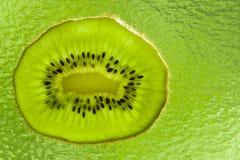 Grön Kiwi Fotografering för Bildbyråer