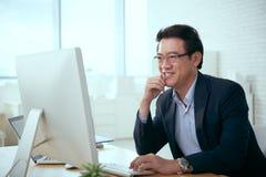 grön kontorsarbetare för bakgrund arkivbild