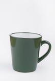 Grön kopp som isoleras på vit bakgrund arkivfoto