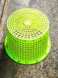 Grön korg Arkivfoton