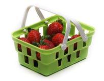 Grön korgkommers för jordgubbe Arkivfoton