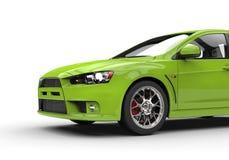 Grön kraftig modern bil för gift på vit bakgrund - bakre sikt Arkivbilder