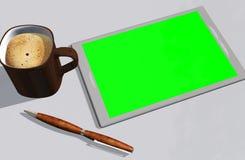 Grön kreditkort och kopp kaffe för skärmminnestavlaPC Fotografering för Bildbyråer