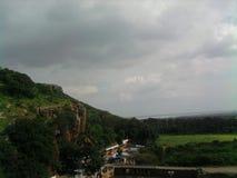 Grön kulle en toppen natur Arkivbild