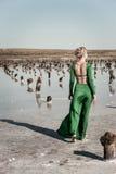 grön kvinna för klänning Fotografering för Bildbyråer
