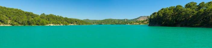grön lake Oymapinar behållare Fotografering för Bildbyråer