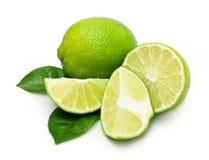 Grön limefrukt med bladet royaltyfri fotografi