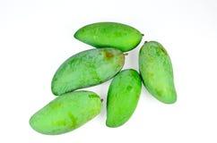 Grön mango i bunken Arkivfoto