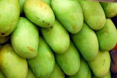 Grön mangofrukt Arkivbild
