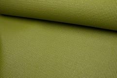 grön matt yoga för övning Arkivfoto