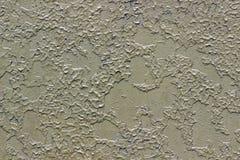 Grön metallisk bakgrund med skalning och knäckt målarfärg royaltyfri bild